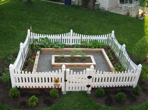 fences make neighbors yard ideas