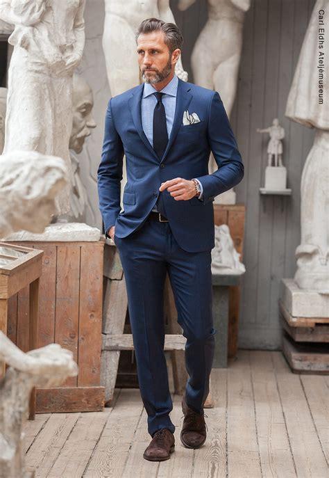 Mörkblå kostym bröllop
