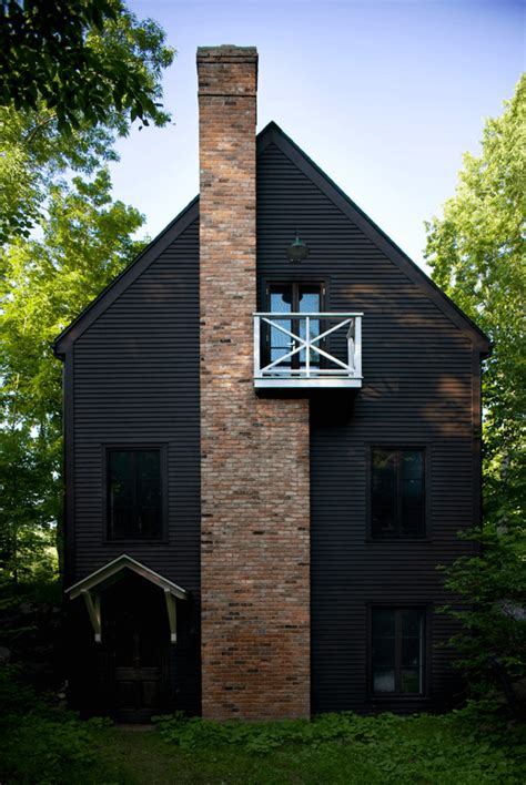 black exterior ideas   hauntingly beautiful home