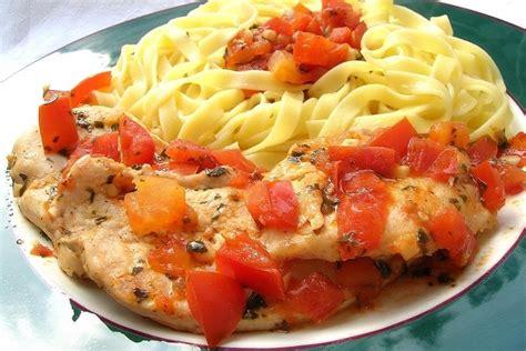 cuisiner du blanc de poulet recette de blanc de poulet au pistou et 224 la tomate la recette facile