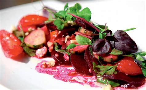 Svaigi salāti ar grilētām bietēm un papriku — Santa