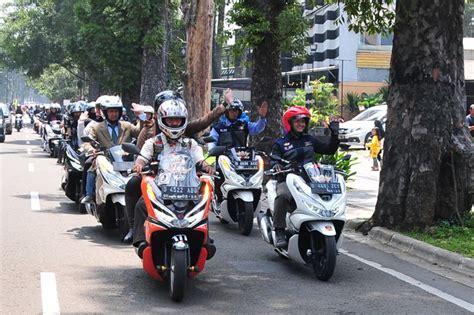 pemilik honda pcx keliling kota bandung sambil kampanye