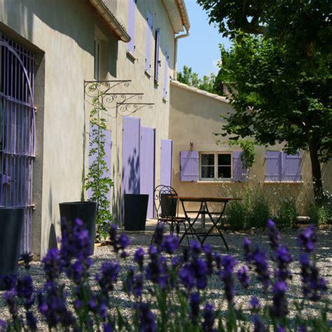 chambre d hote le thor couleur lavande terrasse ombragée le thor vaucluse