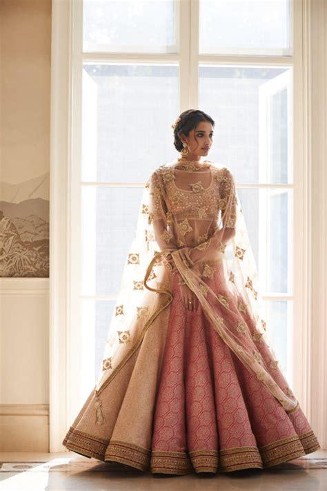 pose  gorgeous tarun tahiliani couture wmg red carpet