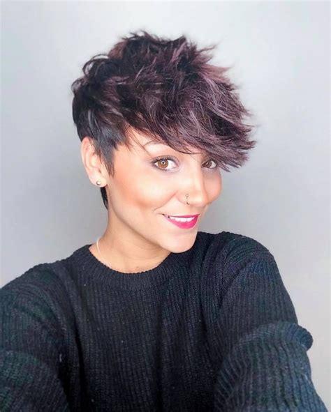 Czy boisz się ścięcia włosów na krótko, ponieważ uważasz, że ograniczy to liczbę fryzur do wyboru? Krótkie fryzury 2019. Modne i wygodne cięcia z krótkich włosów, które nigdy się nie znudzą!