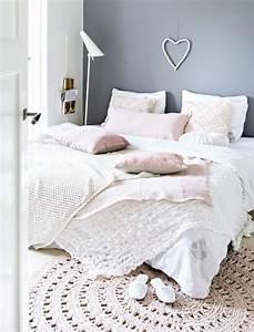 le petit tapis rond belle solution pour les petits With tapis chambre bébé avec petit canapé rond