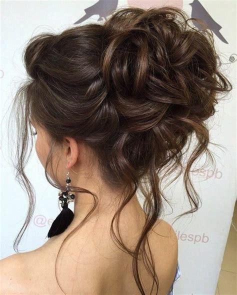 chignon simple  rapide pour cheveux mi long coiffure