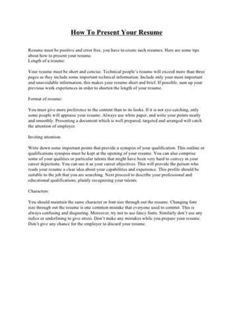 how to present a resume folder ehow