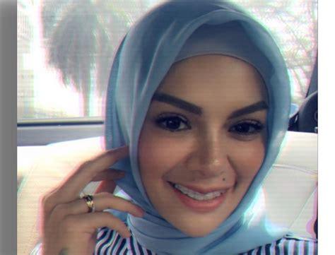 Mantap Berhijab Nikita Mirzani Pilih Gaya Hijab Segi