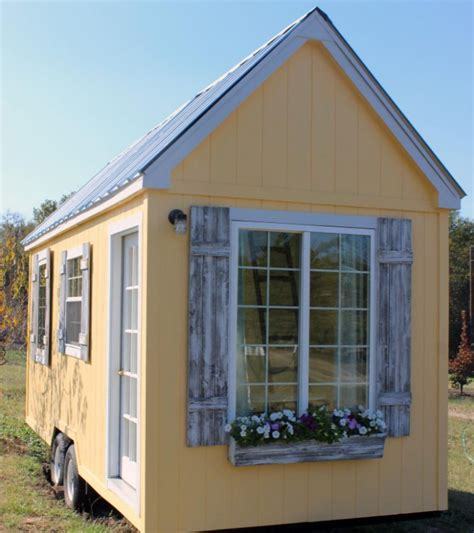 Dallas Texas Quaint Tiny Cottage on Wheels