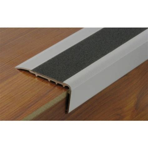 nez de marche antiderapant escalier nez de marche en aluminium avec bande antid 233 rapante protectrice dinac bricozor
