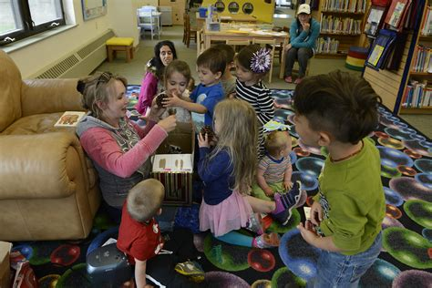 jber library hosts preschool american sign language class 786 | 160606 F HC995 083