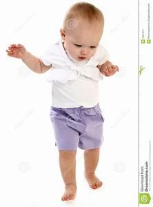 Het Lopen Van Het Meisje Van De Baby Stock Afbeelding ...