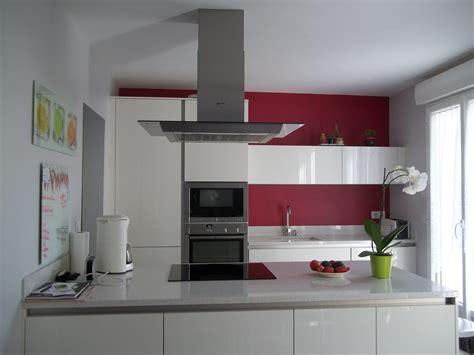 cuisine blanche et aubergine couleur gris perle cuisine une cuisine grise lumineuse