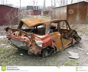 Casse Pour Voiture : une vieille voiture cass e photo stock image 46770619 ~ Medecine-chirurgie-esthetiques.com Avis de Voitures