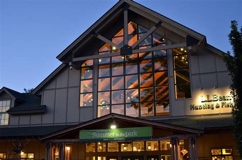 l stores me ll bean freeport maine flagship and outlet stores