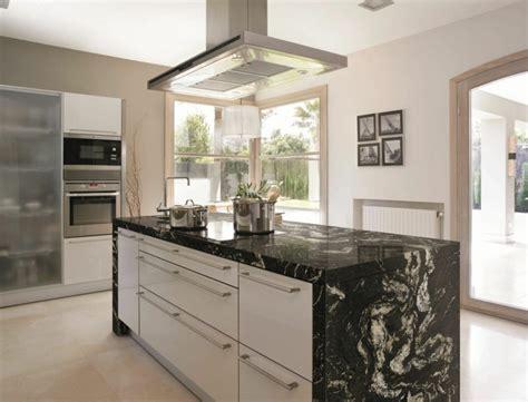 cuisine marbre noir cuisine marbre noir et bois chaios com