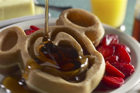 cuisine mickey disney dining guide to disney dining with restaurants pictures menus and more