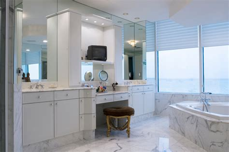 Bathroom Makeup Vanity Height by 34 Luxury White Master Bathroom Ideas Pictures