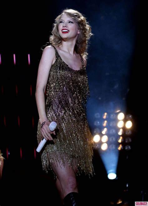Taylor Swift rocks her concert in Roberto Calvalli gold ...