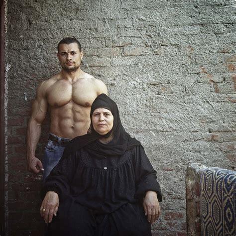telling portrait  egypt mother  son ignant