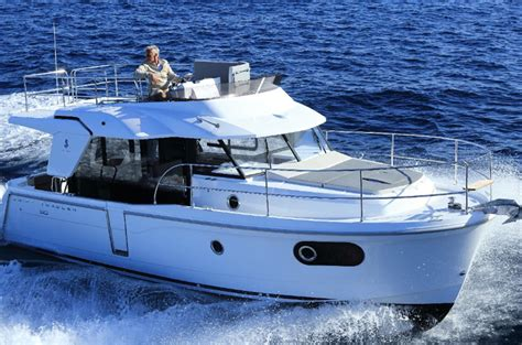Best Boat For Family Of 5 by 5 Best 30ft Family Powerboats Boats