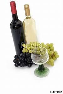 Bilder Auf Glas Gedruckt : weinflaschen mit glas stockfotos und lizenzfreie bilder auf bild 14373507 ~ Indierocktalk.com Haus und Dekorationen