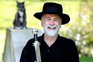 Remembering Sir Terry Pratchett - Welcome to the Legion ...