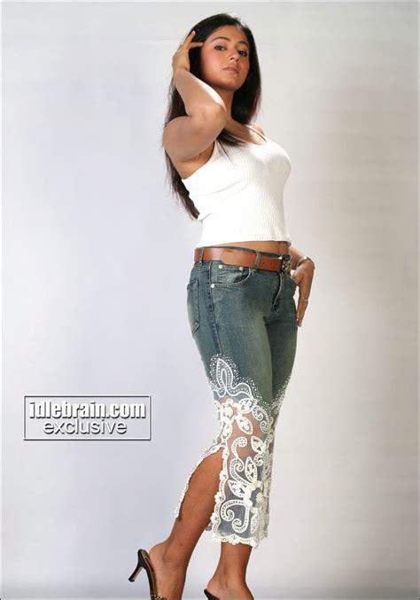 South Actress Hot Pics Poonam Bajwa Navel Exposing Telugu