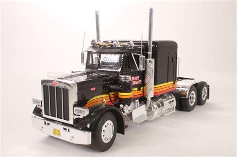Hattonscouk  Revell 08891 Peterbilt 359 Tractor Unit
