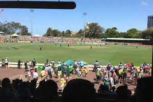 Crowds enjoy day out at North Sydney Oval - ABC News ...