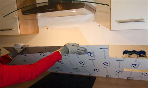 plaque de protection murale pour cuisine comment installer une crédence en métal steel mag