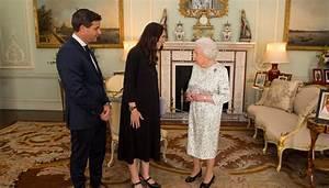 Minute Meeting Jacinda Ardern Meets Queen Elizabeth Ii Newshub