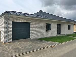 Bungalow Mit Garage Bauen : massivhaus bungalow mit garage ~ Lizthompson.info Haus und Dekorationen