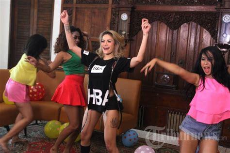Video Clip Lagu Terbaru Nikita Mirzani Foto