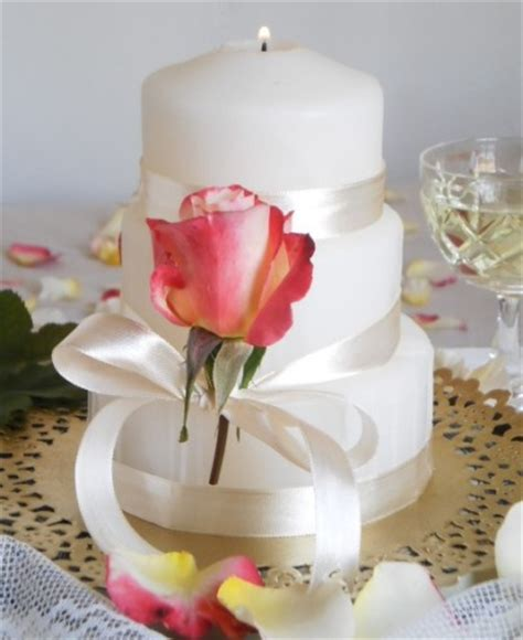 centerpieces  candles  roses