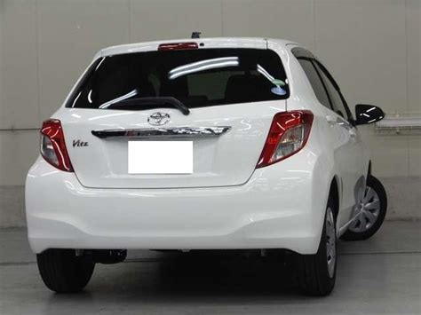 toyota vitz  model pearl white color photo image pictures