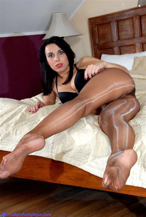 Pissing panties pantyhose mature moms tv jpg 736x1096