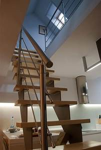 Appartement Sous Comble : escalier moderne dans un appartement en duplex sous les combles ~ Dallasstarsshop.com Idées de Décoration
