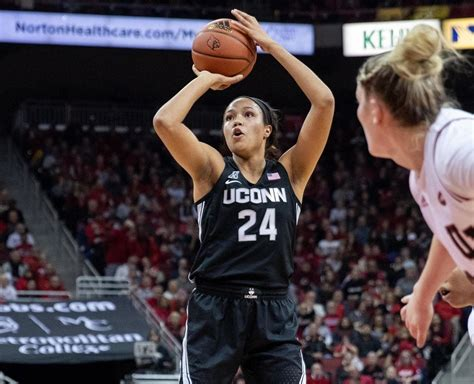 uconn womens basketball owns  aac    close