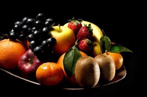 panier de fruits tableau en nature morte aux crayons de couleurs