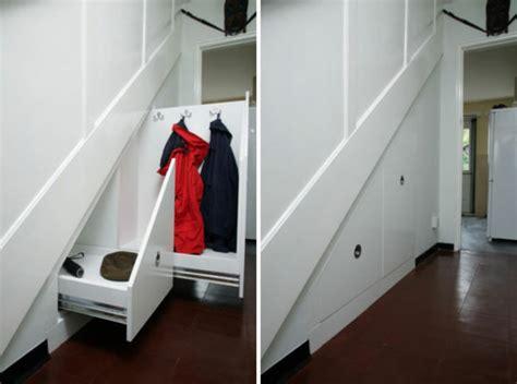 rangement placard sous escalier ikea