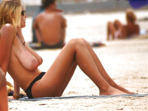 Amateur Busty Beach Nude Outdoor Great Boobs 55 Pics