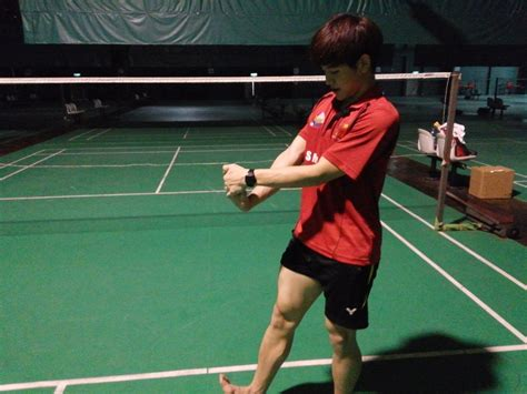 badminton stretches  loosen   muscles michoscopic