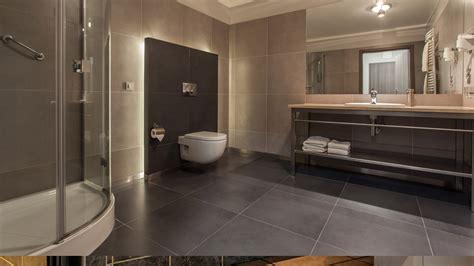 Badezimmer Fliesen Und Putz badezimmer fliesen und putz blackvelvetaudio