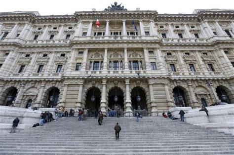 corte suprema italia suprema corte italiana decide que masturba 231 227 o em p 250 blico