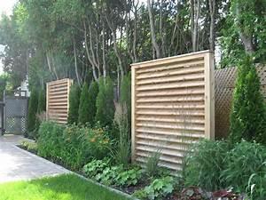 ecrans de cedre modernes mis en place dans une cours pour With photos terrasses et jardins 18 clatures de jardin en 59 idees captivantes