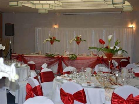 deco mariage rouge  blanc chic mariage vintage retro