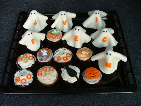 holloween cupcakes jack o lantern cupcake pan and stencils for your halloween cupcakes
