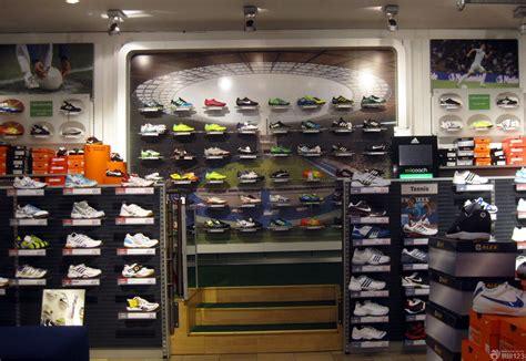 shoe stores 运动鞋店装修图 体育运动品牌排行榜 运动鞋货架 运动鞋店装修风格 运动多品店图片
